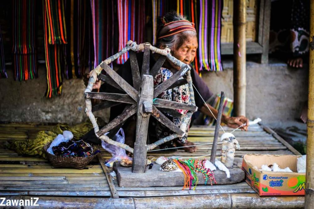 traditional weaving process in lombok