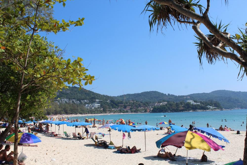 where to stay in phuket cheap