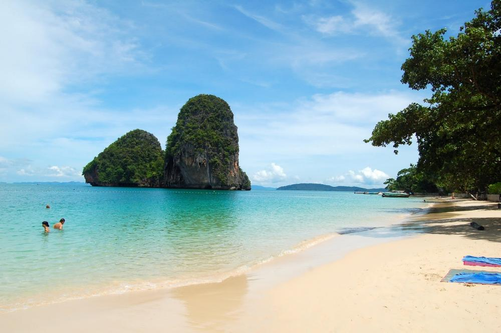 thailand beaches close to airport