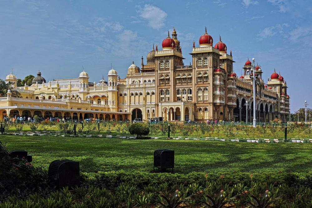 best places to visit in india below 10000